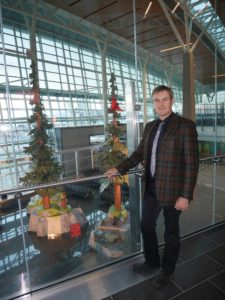 Jeff de Boer with 'Nature's Playground' at the Calgary Airport (Source: Facebook)